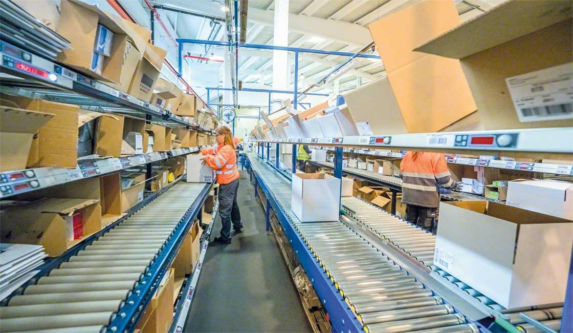 Las estanterías de picking dinámico son una buena solución para agilizar la preparación de pedidos en almacenes urbanos