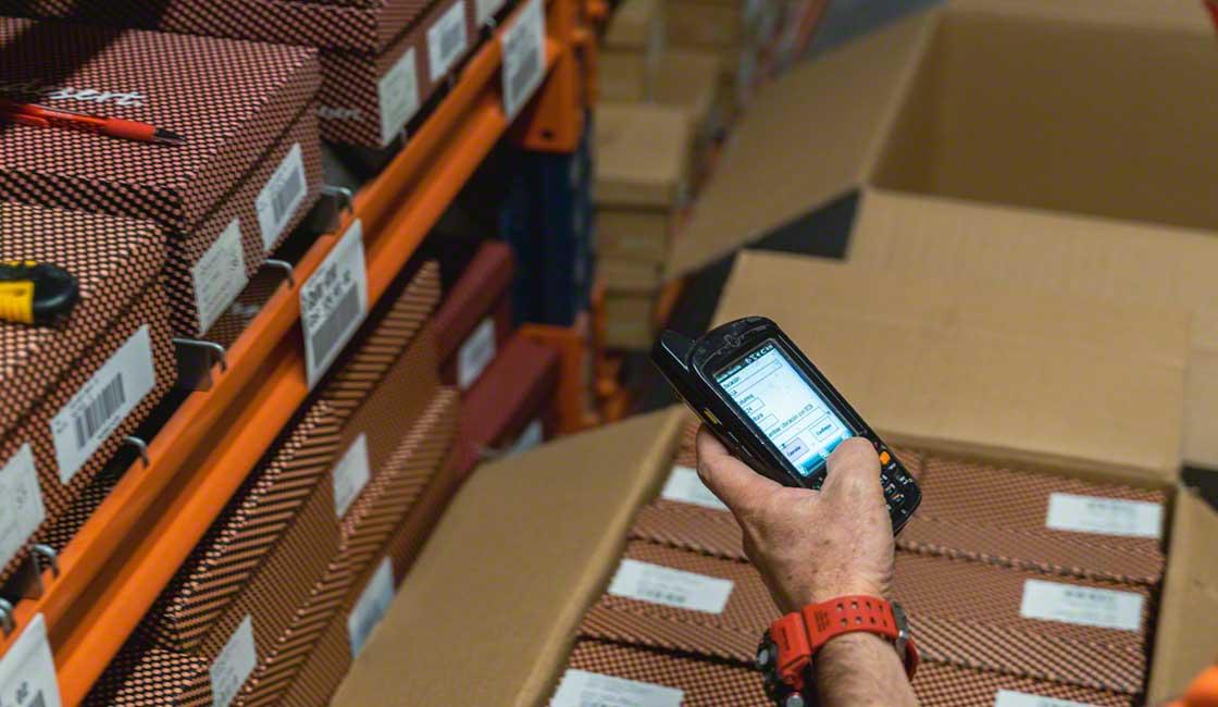 Los terminales de radiofrecuencia dinamizan las operativas de un almacén e-commerce