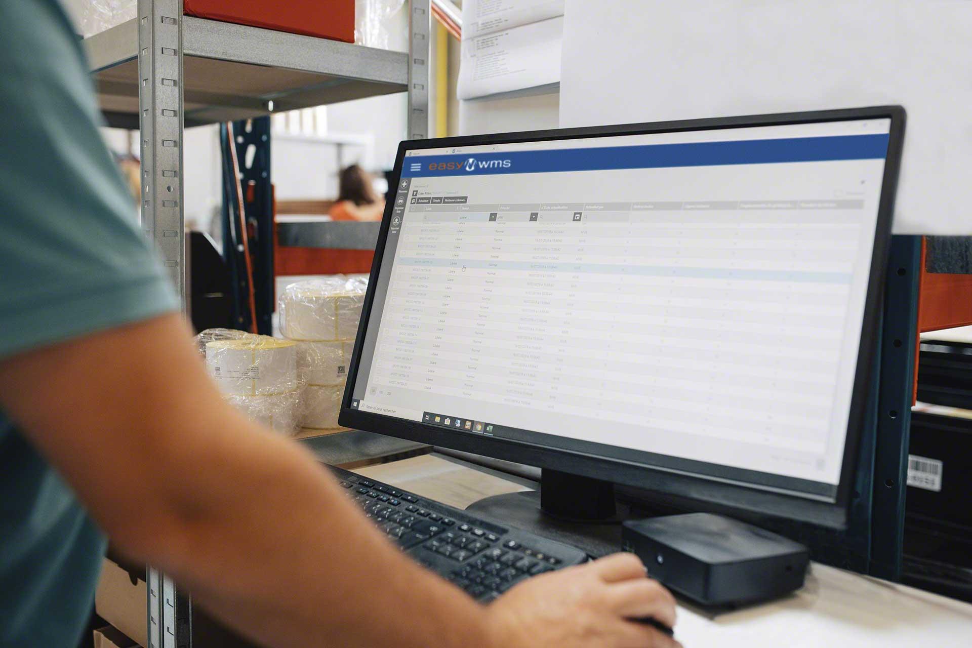 La monitorización de KPI en logística permite mejorar los procesos que tienen lugar en los almacenes