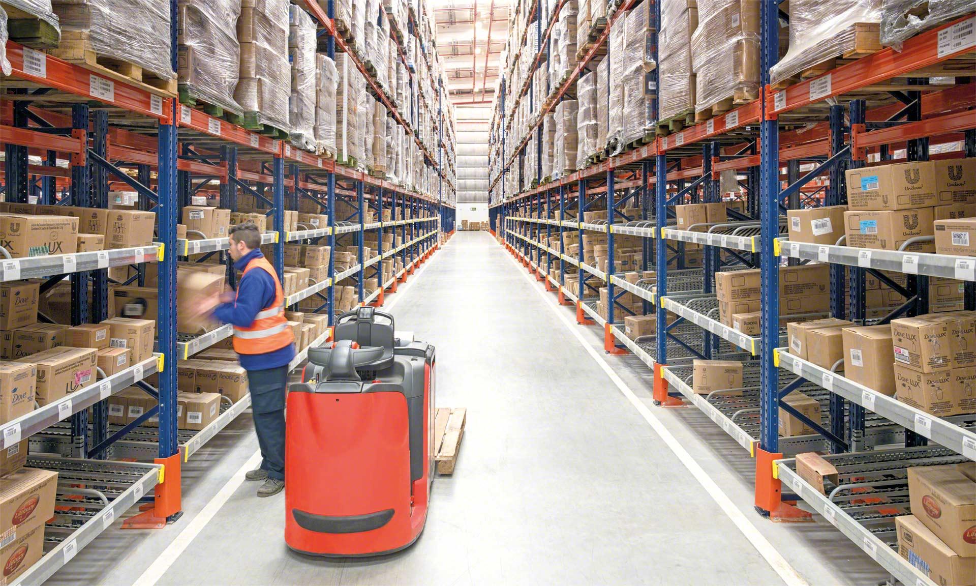 El preparador de pedidos es el trabajador encargado de recoger los productos que forman un pedido