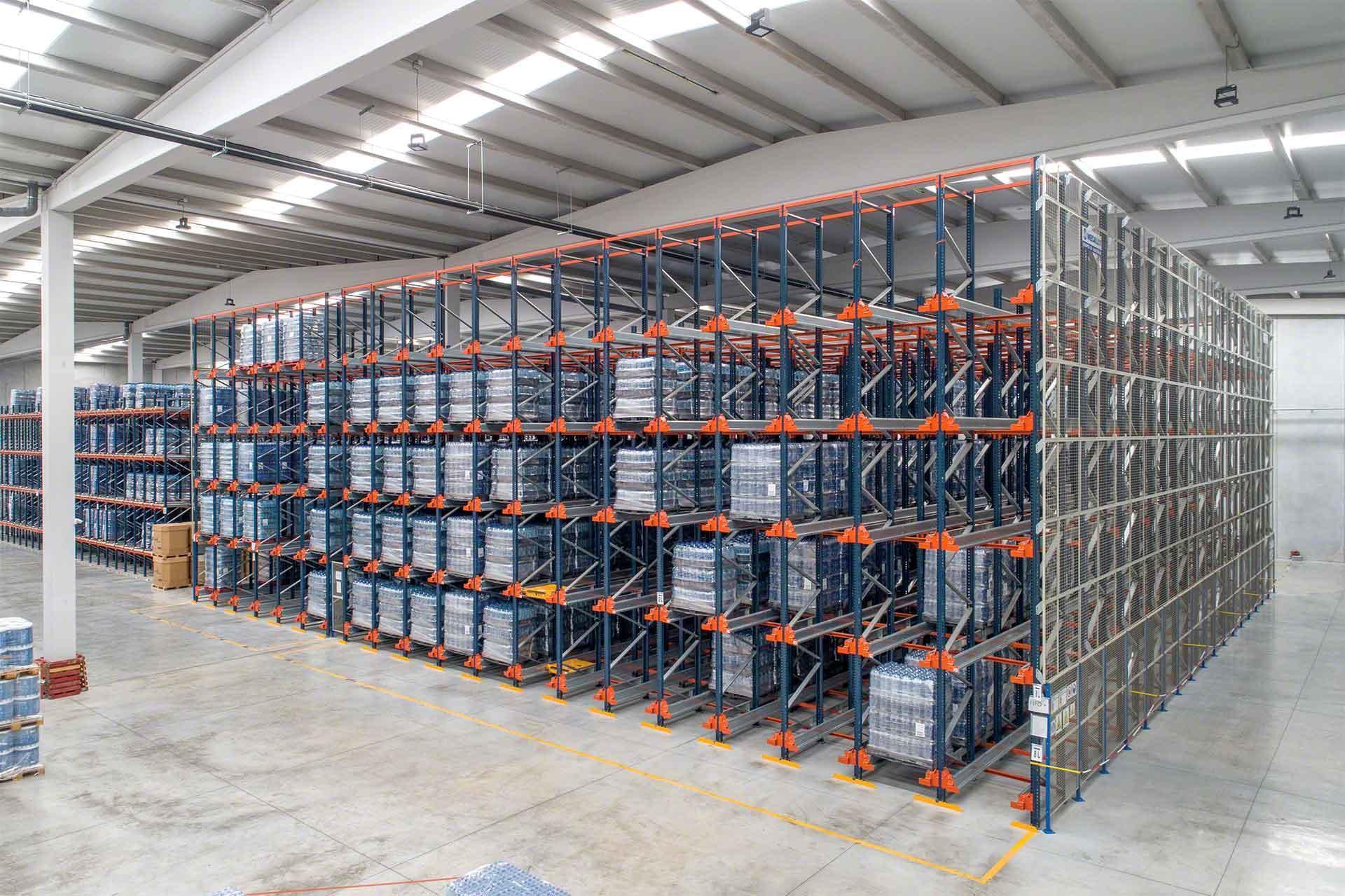 La mayoría de sistemas de almacenamiento compacto funcionan con el criterio FIFO