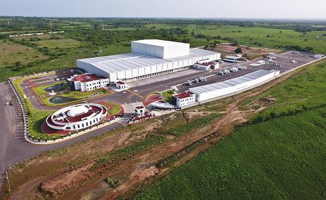 Sobre una superficie de 4.610 m2, Mecalux ha construido un almacén automático autoportante de aproximadamente 30 m de altura y una capacidad para más de 28.000 palets