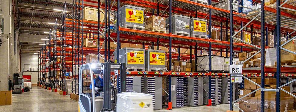 Almacén de componentes eléctricos y productos químicos de Ectra en Francia