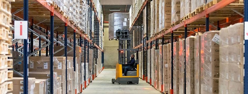 Estantería para palets en el almacén del operador logístico Dometrans en Francia
