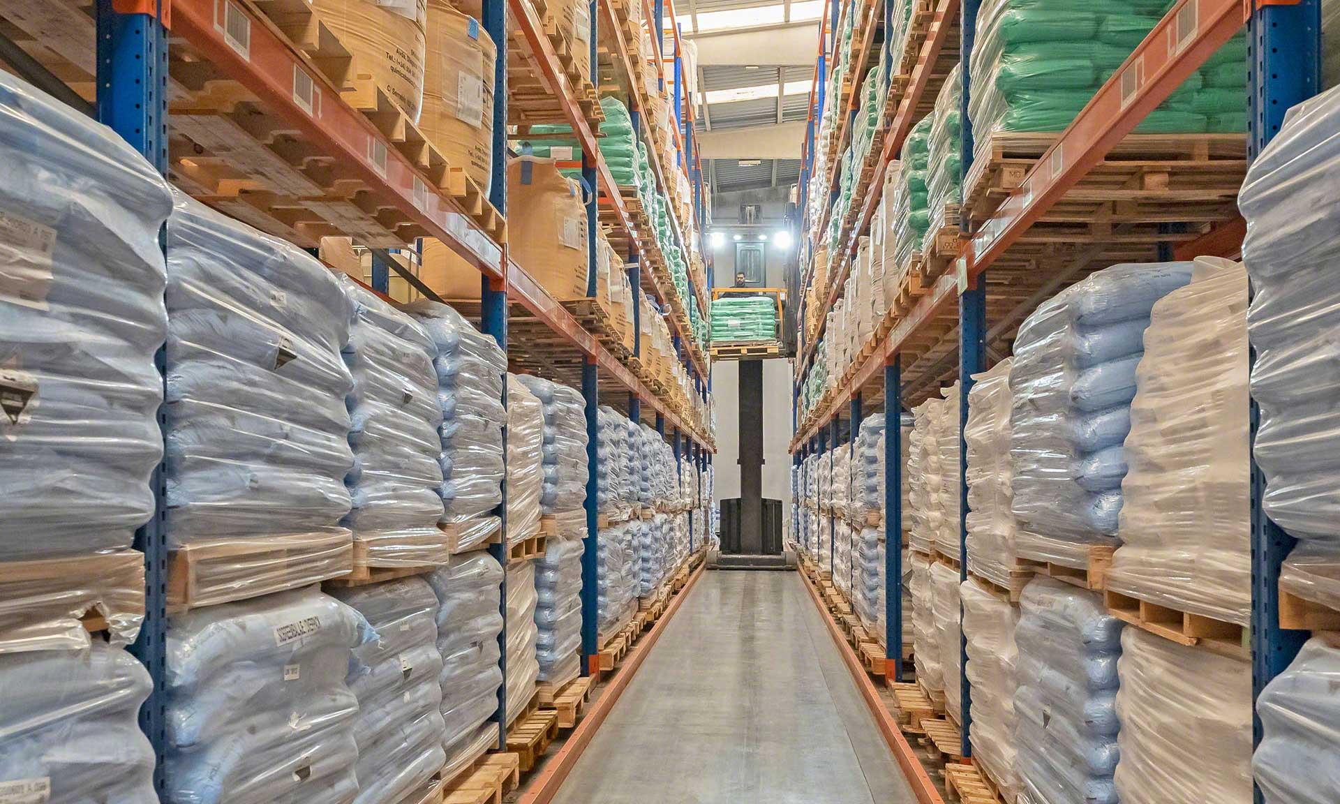 Global-TALKE: almacén sectorizado con más de 1.000 referencias de productos químicos